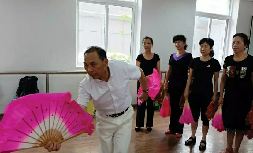 夕阳红 | 蚌埠老年体协的好帮手——蚌埠市蚌山艺术团团长席天亭的燃情岁月