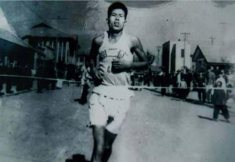 淮南市老体协长跑协会名誉会长中国马拉松创始人张亮友